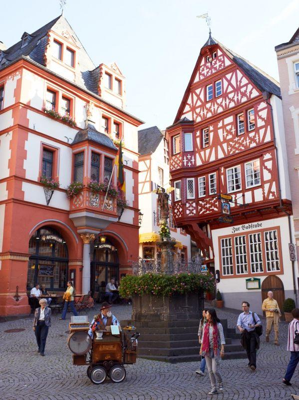 Mittelalterlicher Marktplatz, Bernkastel Kues   Mosel Touristinformation